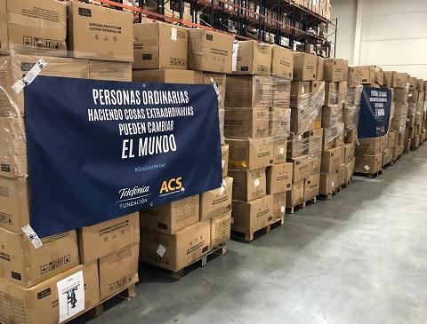 """ACS y Telefónica traen de china más de 200.000 """"buzos"""" para el personal sanitario de hospitales de toda España"""