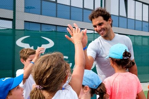 Movistar becará a jóvenes jugadores en la Rafa Nadal Academy by Movistar